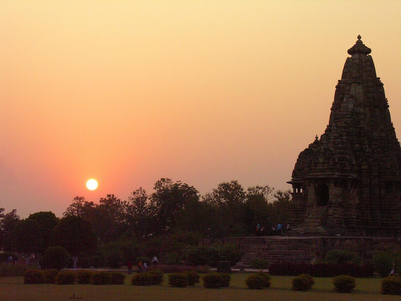 Indie leżą w Azji Południowej, zajmując większość subkontynentu ...